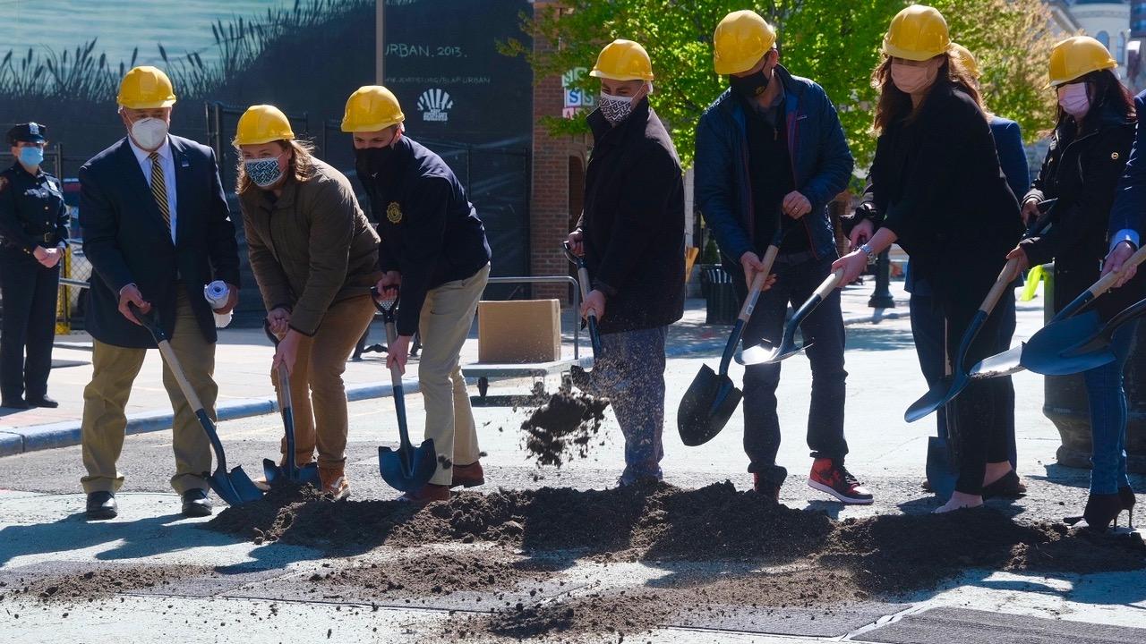 Controversial Pedestrian Mall Renovation Moves Forward
